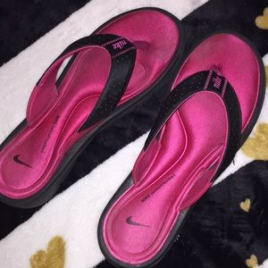 Nike comfort footbed Sandals. Size 10